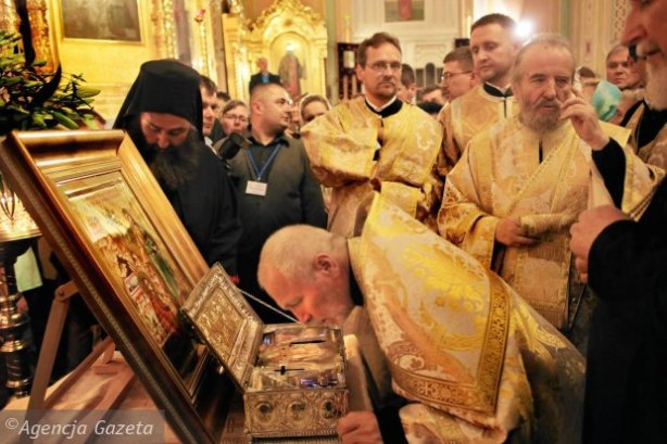 Relikwiarz-z-dlonia-Marii-Magdaleny-w-katedrze-pra